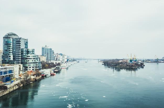 Rzeka don i widok na centrum miasta