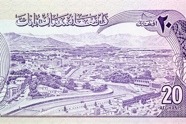 Rzeka kabul przepływająca przez nowoczesne miasto kabul z pieniędzy