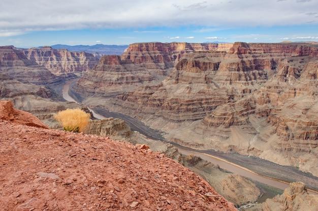 Rzeka kolorado w parku narodowym wielkiego kanionu