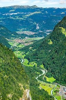 Rzeka lutschine w dolinie lauterbrunnen w szwajcarii