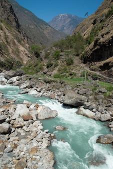 Rzeka marsyangdi, przechodzi przez dolinę tybetańską.