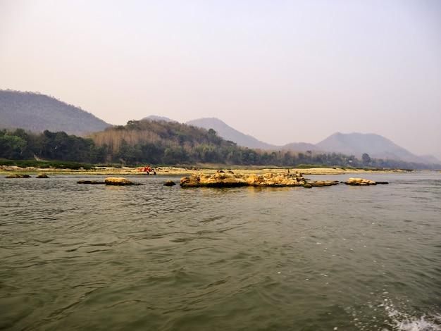 Rzeka mekong w luang prabang, laos