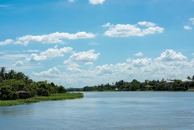 Rzeka tha chin, prowincja samut sakhon, tajlandia