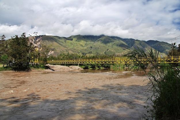Rzeka W Dolinie Wamena, Papua, Indonezja Premium Zdjęcia