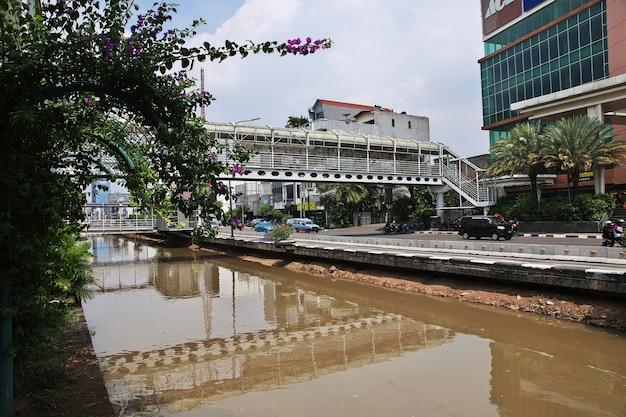 Rzeka w starej dżakarcie, indonezja
