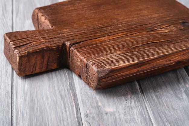 Rzemieślnicza ciemnobrązowa drewniana deska do krojenia z drewna tekowego