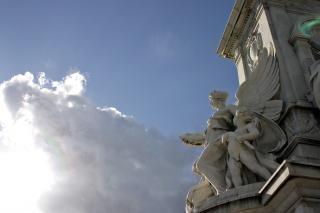 Rzeźba na tle nieba