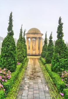 Rzeźba na wzgórzach ba na w pobliżu da nang w wietnamie
