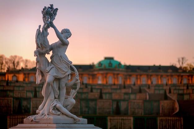 Rzeźba posągu miasta