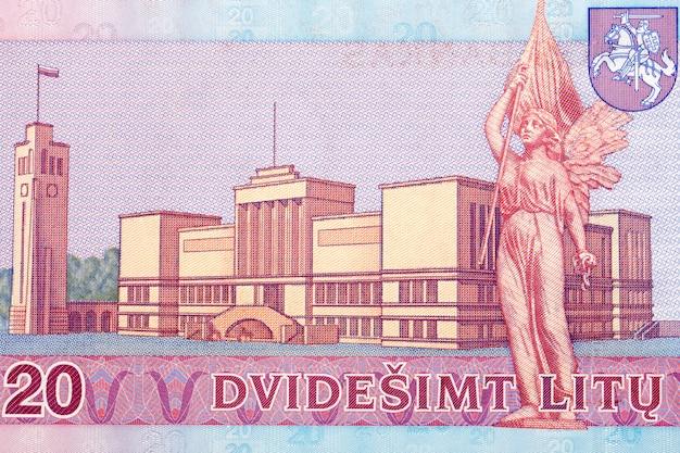 Rzeźba wolność j. zikarasa z litewskich pieniędzy