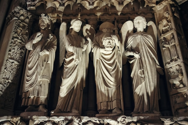 Rzeźby i architektura szczegóły notre dame