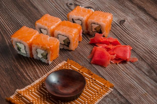 Rzuć sushi pałeczkami