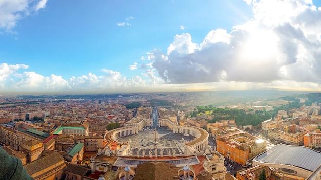 Rzym, słynny plac świętego piotra w watykanie i widok z lotu ptaka panorama starożytny gród