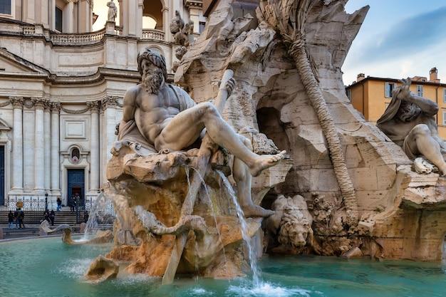 Rzym włochy fontanna czterech rzek autorstwa berniniego na piazza navona