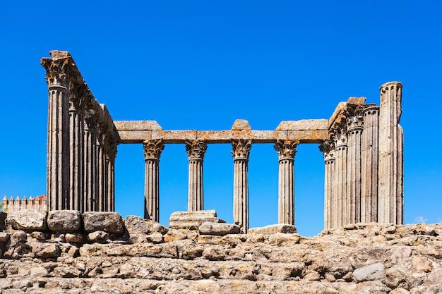 Rzymska świątynia evora (templo romano de evora), zwana także templo de diana to starożytna świątynia w portugalskim mieście evora
