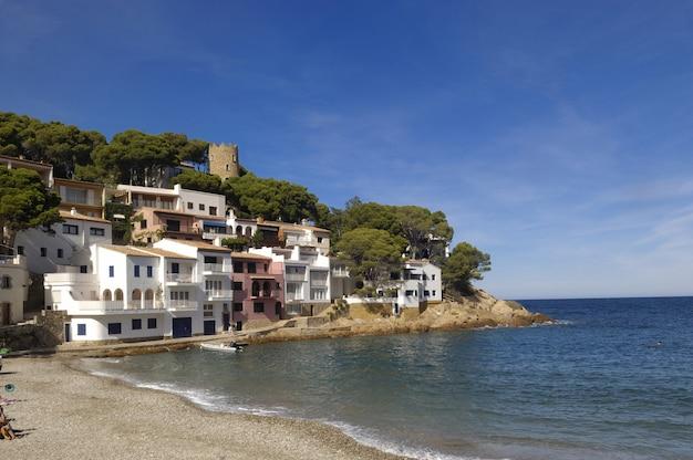 Sa tuna beach w begur, costa brava, girona, katalonia, hiszpania