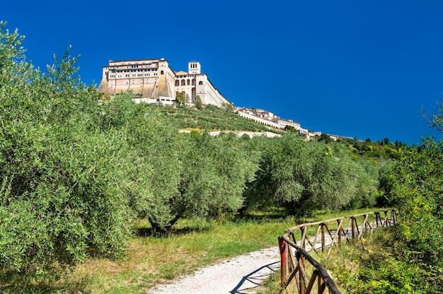 Sacro convento, franciszkański klasztor w asyżu. światowe dziedzictwo unesco we włoszech