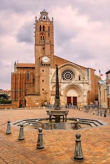 Saint-etienne katedra przy zmierzchem, tuluza, haute-garonne, francja