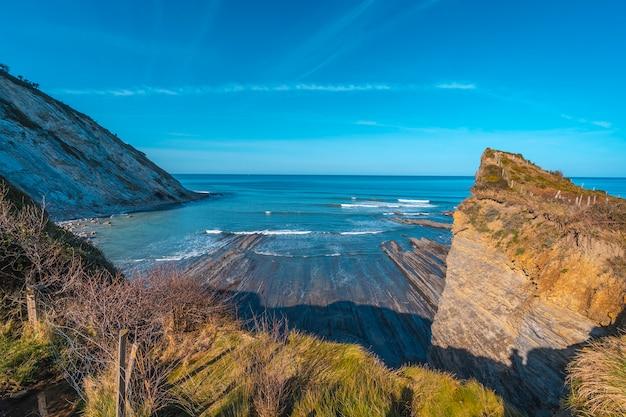 Sakoneta coast geopark do odwiedzenia w dębie. kraj basków