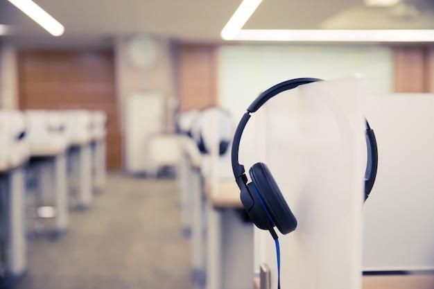 Sala słuchawkowa dla call center i sala hotline.