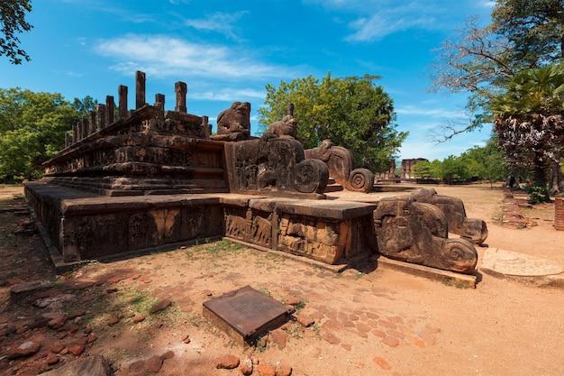Sala widowiskowa ruin króla parakramabahu w starożytnym mieście pollonaruwa sri lanka