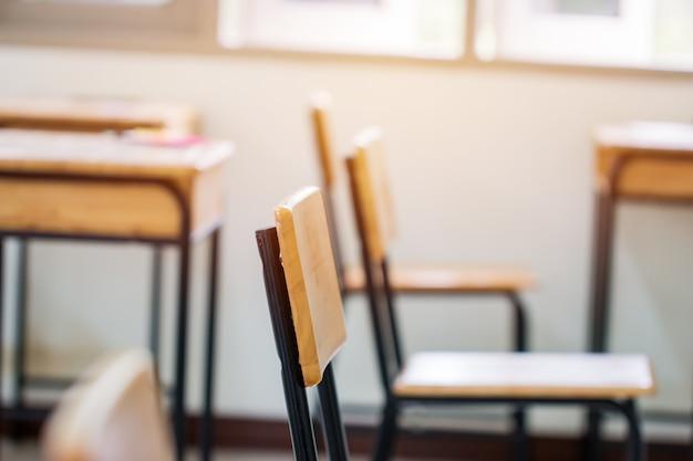 Sala wykładowa lub szkoła pusta w klasie