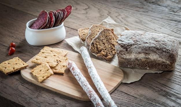 Salami z chlebem
