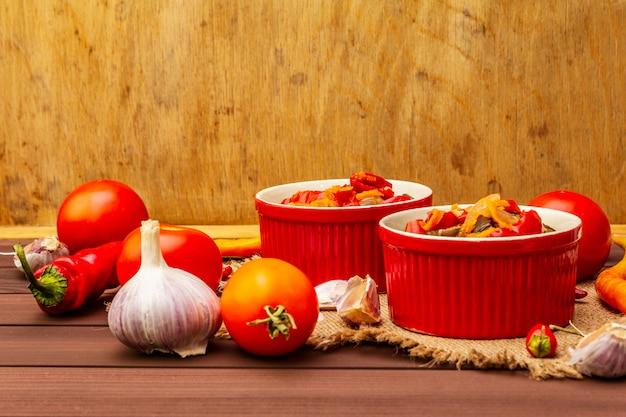 Sałatka marynowana z marynowanymi warzywami