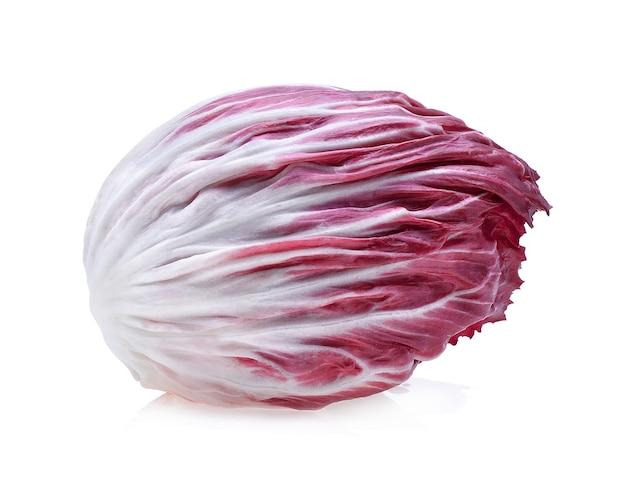 Sałatka radicchio, czerwona na białym tle