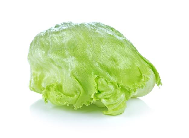 Sałatka sałata lodowa świeżego samodzielnie na białym tle