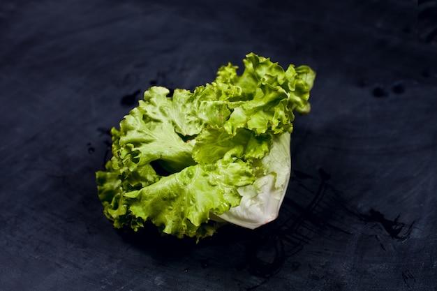 Sałatka świeża zielona sałata.