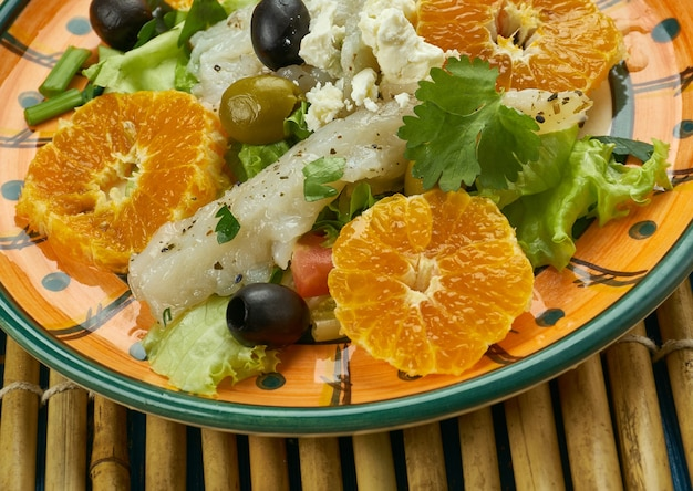 Sałatka z dorsza andaluzyjskiego, sałatka z pomarańczy z dorszem solonym