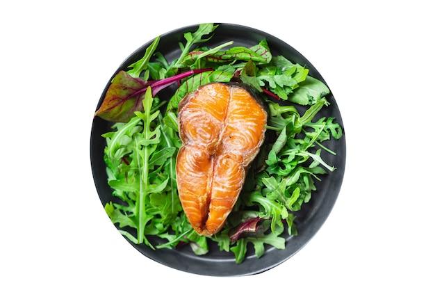 Sałatka z łososia smażona ryba z grilla grill owoce morza przekąska z grilla jedzenie wegetariańskie