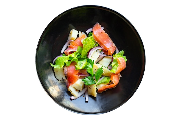 Sałatka z łososia warzywa sałata, ziemniaki, owoce morza keto lub dieta paleo pescetarian