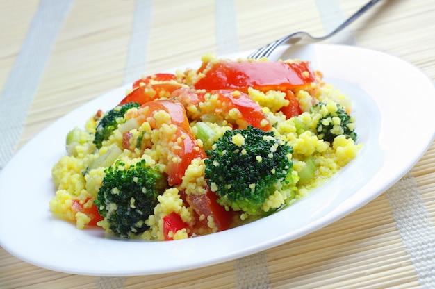 Sałatka ze świeżych kuskus z warzywami