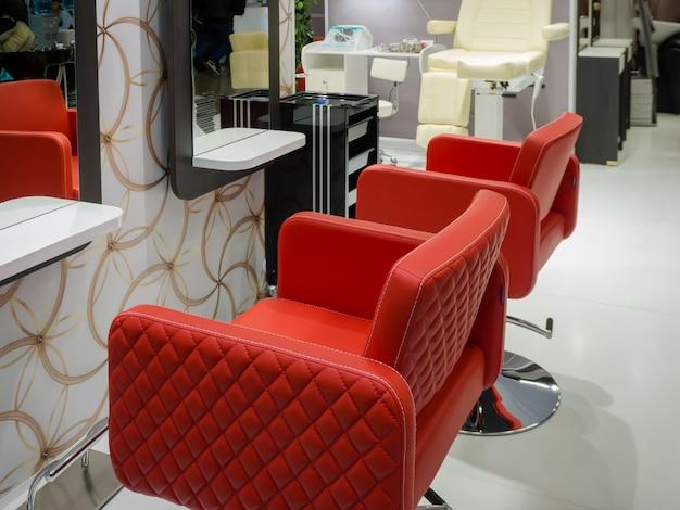 Salon fryzjerski i makijaż, fryzjer i wnętrze do manicure