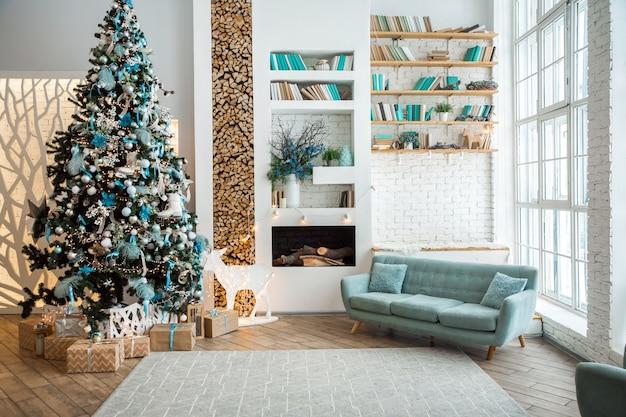 Salon z dekoracją świąteczną