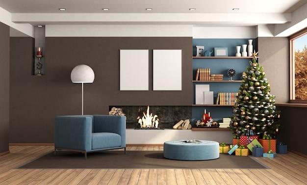 Salon ze świąteczną dekoracją i kominkiem