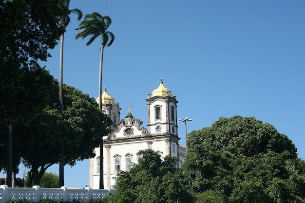 Salvador, brazylia - styczeń 2017: kościół igreja nosso senhor do bonfim, salvador (salvador de bahia), bahia, brazylia, ameryka południowa.