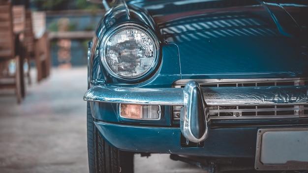 Samochód reflektorów z widokiem z przodu