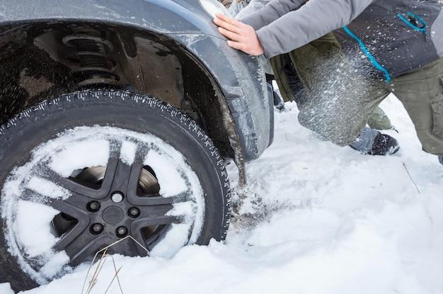 Samochód w sezonie zimowym