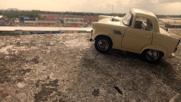 Samochód zabawka.