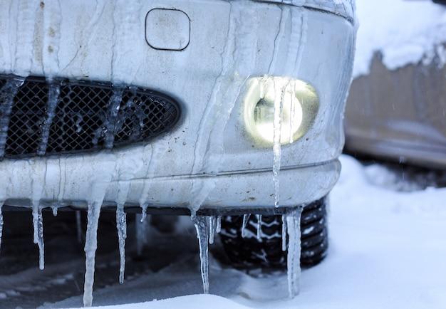 Samochody Pokryte śniegiem Premium Zdjęcia