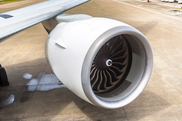 Samolot i silnik