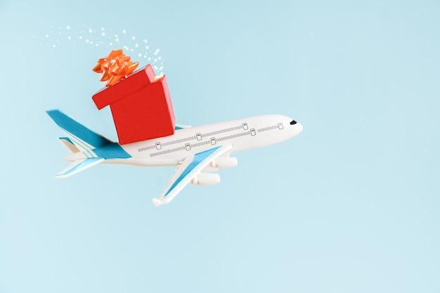 Samolot lecący na niebie z magią świąt bożego narodzenia