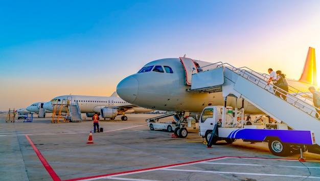 Samolot lotniskowy na fartuchu