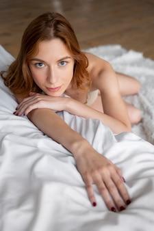 Samoopieka seksualna młodej kobiety