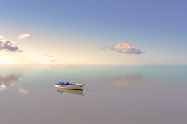 Samotna łódź na wodzie