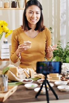 Samouczek filmowania kobiety w domu