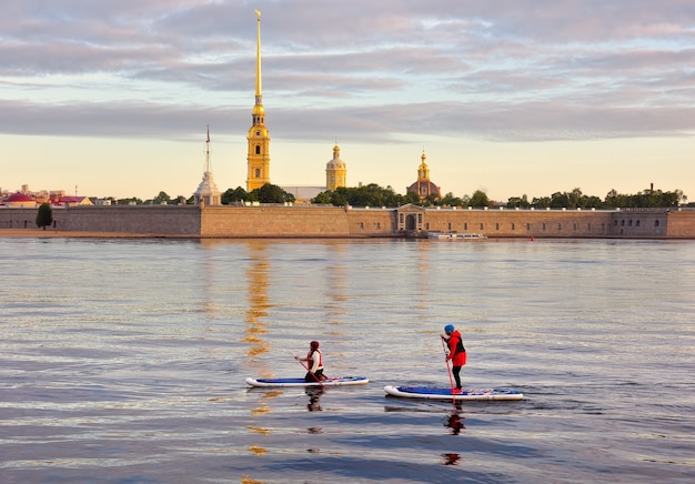 Sankt petersburg poranne zajęcia wiosłowania na neva girls